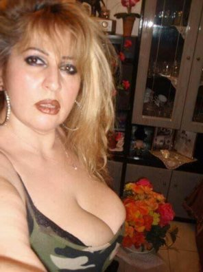 amateur photo Greek Naturall heavy boobs . do you like them ?