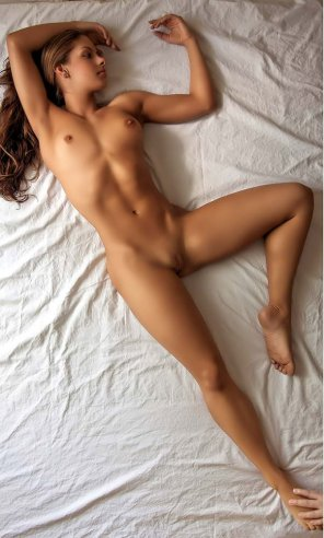amateur photo Beautiful body in bed