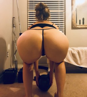 amateur photo Squat in a Thong