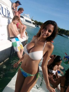 amateur photo Boat Girl