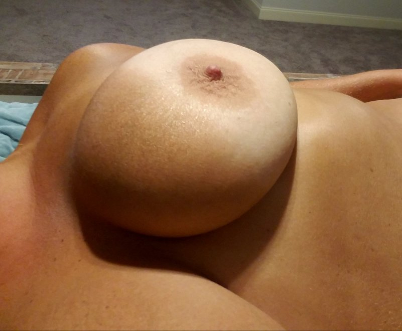 IMAGE[Image] One BIG Tanned Titty 😋 Porn Photo