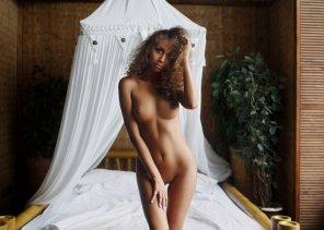 amateur photo Island girl