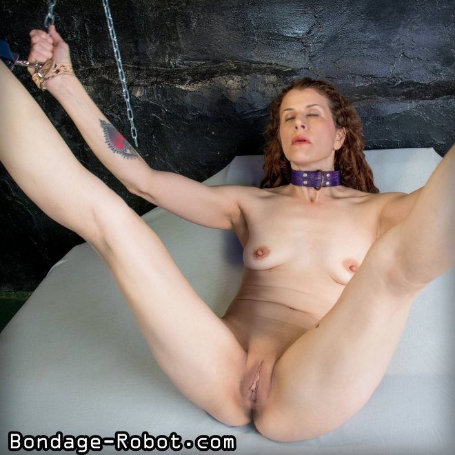 Legs chained up Porn Photo