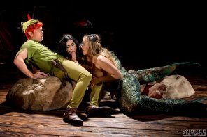 amateur photo Peter Pan getting a mermaid BJ from Aiden Ashley and Mia Malkova