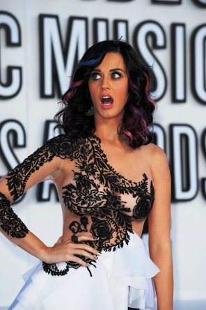 amateur photo Katy Perry experiencing an awesome nip slip