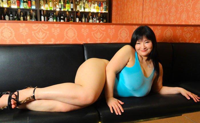 Nude fine woman ass