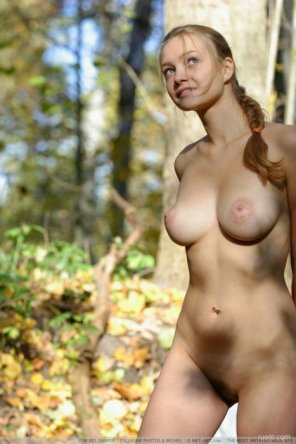 amateur photo Blonde babe on the wilderness trail