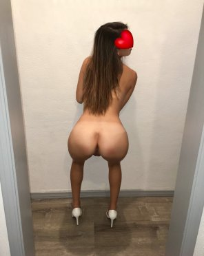 amateur photo I'll be your butt naked housewife