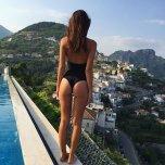 amateur photo Emily Ratajkowski on holiday