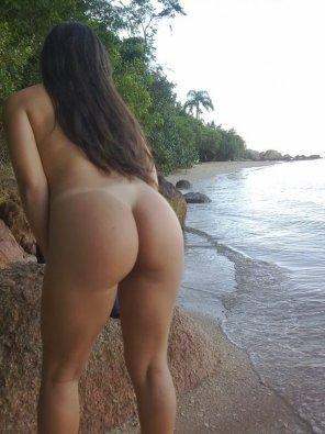 amateur photo Big booty on the Beach
