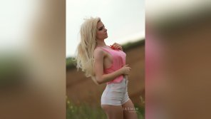 amateur photo DianaHayes glamourous blond girl