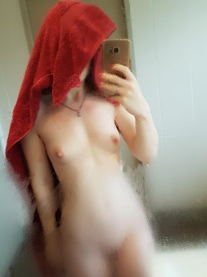 amateur photo Who wants to take a shower with me?