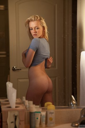 amateur photo Kenze Thomas from behind