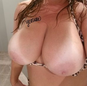 amateur photo [Image] Just some pool bathroom titties for you to enjoy!