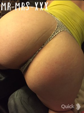 amateur photo Bent over in my sexy thong! [F]