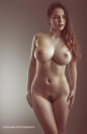 amateur photo Jo Paul, stacked brunette