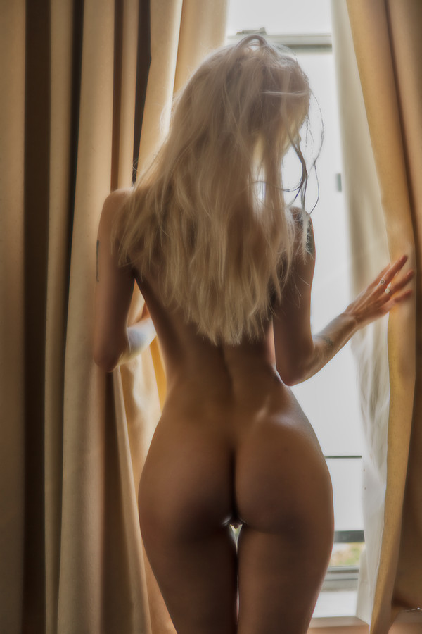 best looking nude blonde