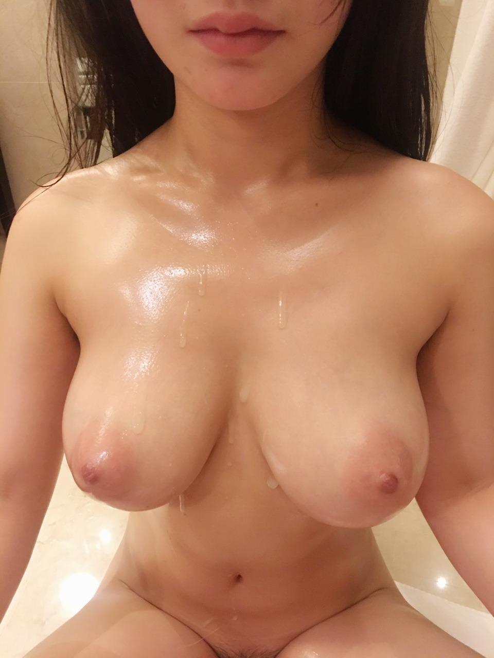 Amateur cum on tits