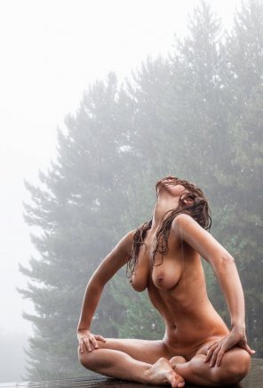 amateur photo She doesn't mind getting wet