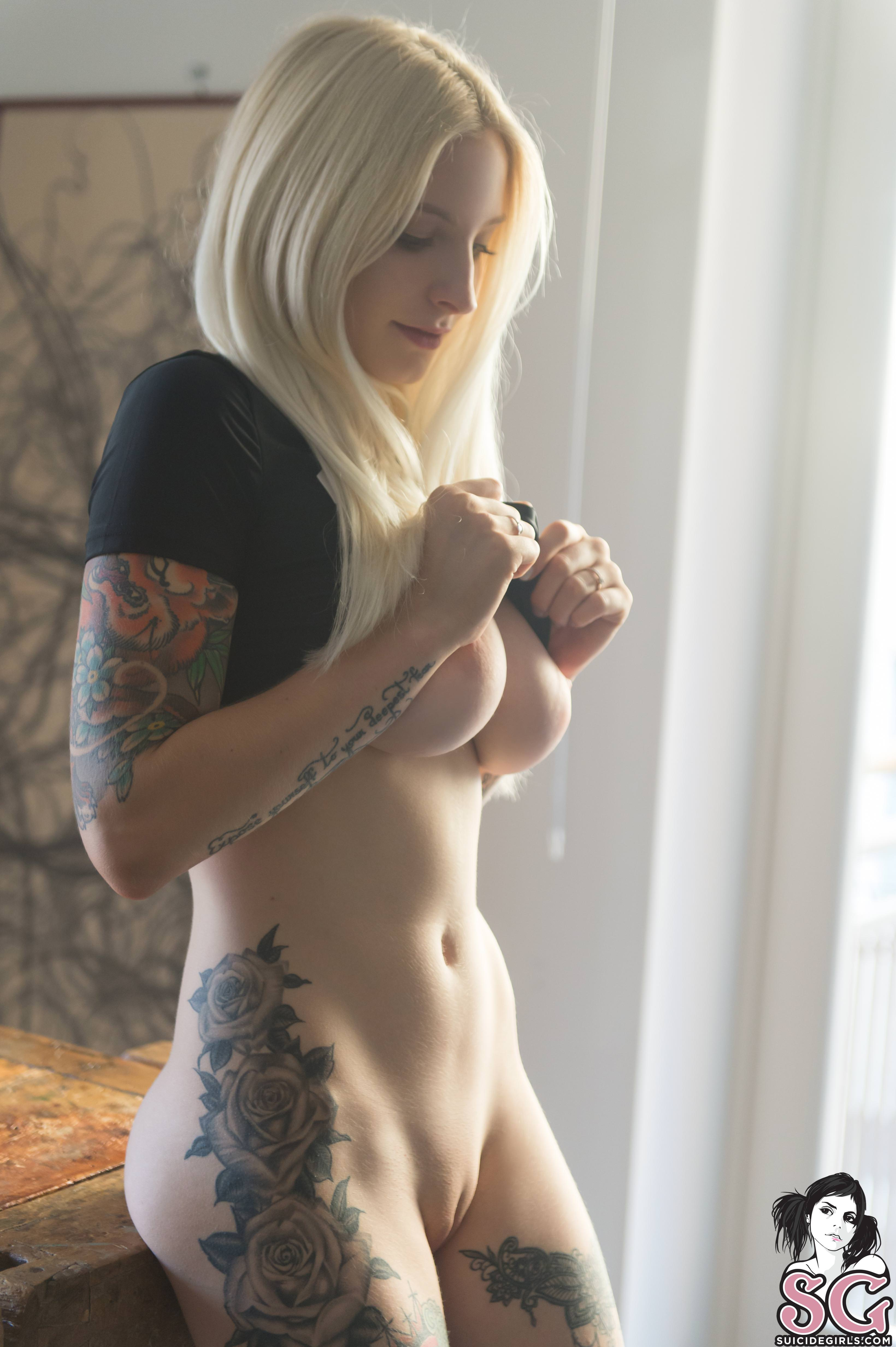 amateur homemade suicide girl threesome