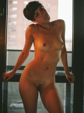 amateur photo Short haired hottie
