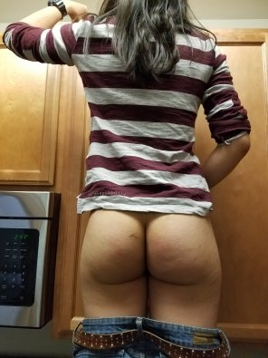 amateur photo [F19] Looking for something to eat in the kitchen? 😉