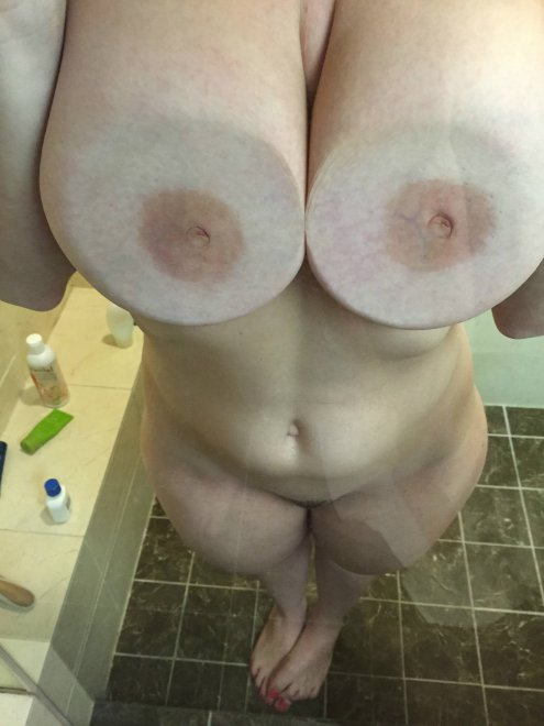 PictureBusty Chick In The Shower Porn Photo