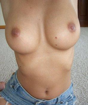 amateur photo PictureNatural round titties