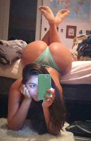 amateur photo A big ass selfie