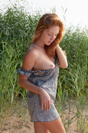 amateur photo Mia Sollis in the weeds
