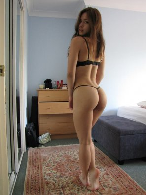 amateur photo Juicy asian ass
