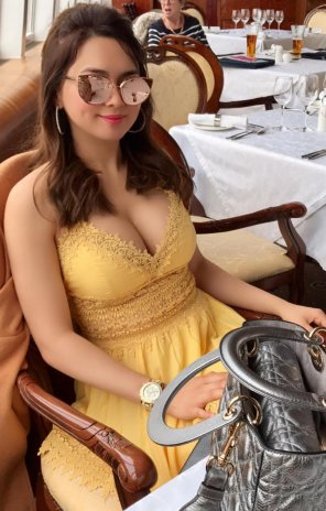 amateur photo Filipina in Yellow Dress