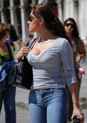 amateur photo Busty Brunette in Jeans