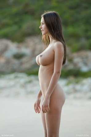 amateur photo A gorgeous pair of breasts outdoors
