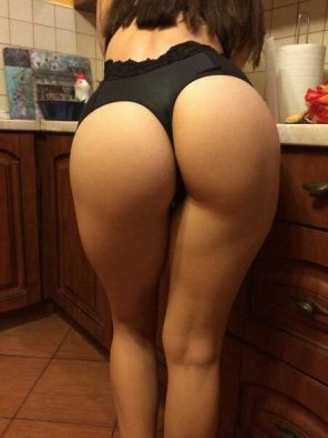 amateur photo Kitchen booty