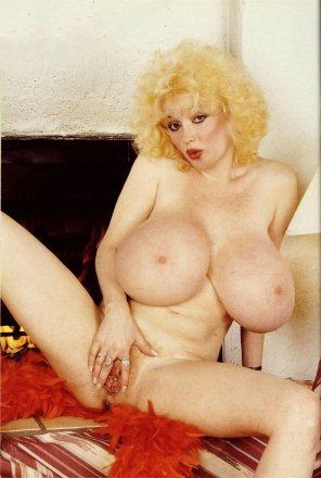 amateur photo Leanna Lovelace, throwback to some tits from the 80s
