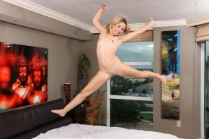 amateur photo Goldie Rush having fun on the bed