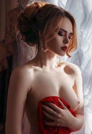 amateur photo Deep red lips