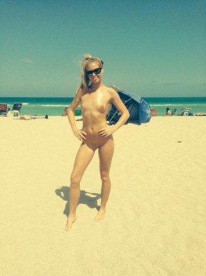 amateur photo Blonde at the Beach