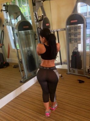 amateur photo Working out in the mirror