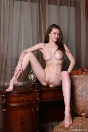 amateur photo Emily Bloom nude in shoot: