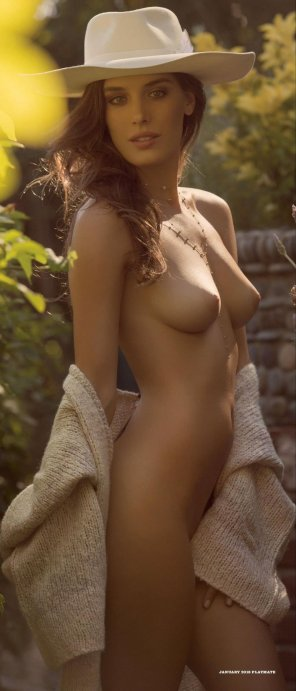 amateur photo Hottie in a hat