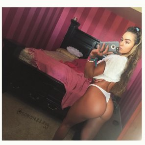 amateur photo Is it safe to say that Sommer Ray has an LA face with an Oakland booty?