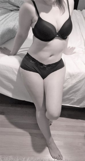 amateur photo Can I pull off a classy B&W pin-up shot? :)