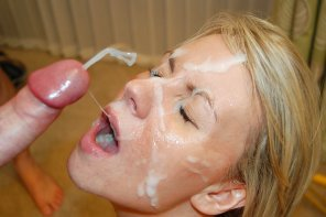 amateur photo cum on her face & more on the way