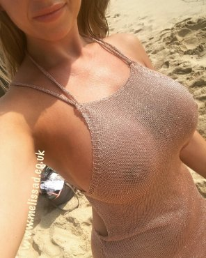 amateur photo Beach Attire