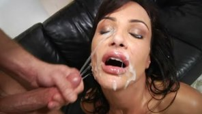 amateur photo Lisa Ann gets a nice facial