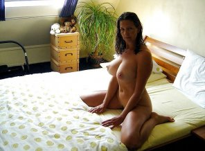 amateur photo waiting patiently like a good milf