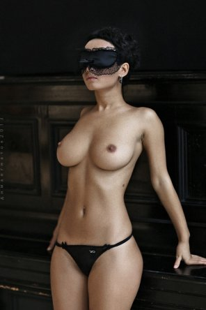 amateur photo Black blindfold