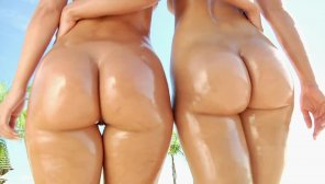 amateur photo two perfect big butts!!